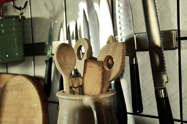 wooden bamboo kitchen utensils